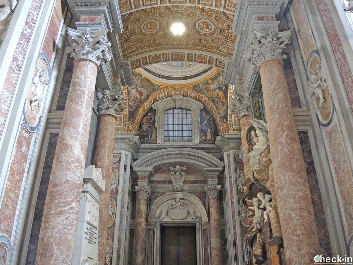 Il Monumento degli Stuart nella navata sinistra della Basilica di S. Pietro a Roma