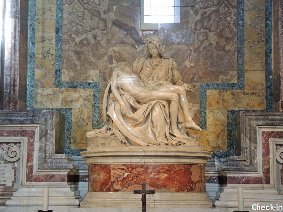 La Pietà di Michelangelo all'interno della Basilica di San Pietro a Roma