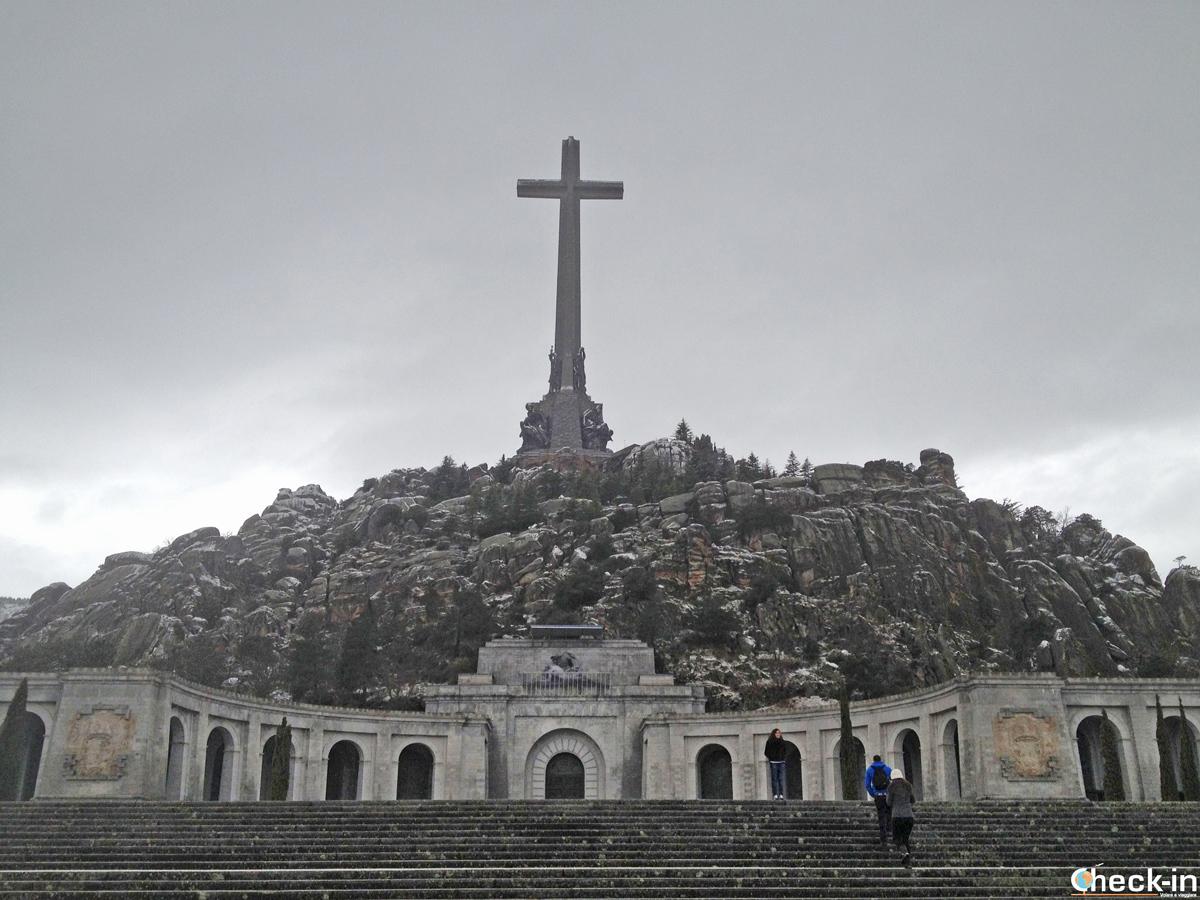 """Vista frontale del Valle de los Caídos, l'Abbazia di Franco citata in """"Origin"""" di Dan Brown"""