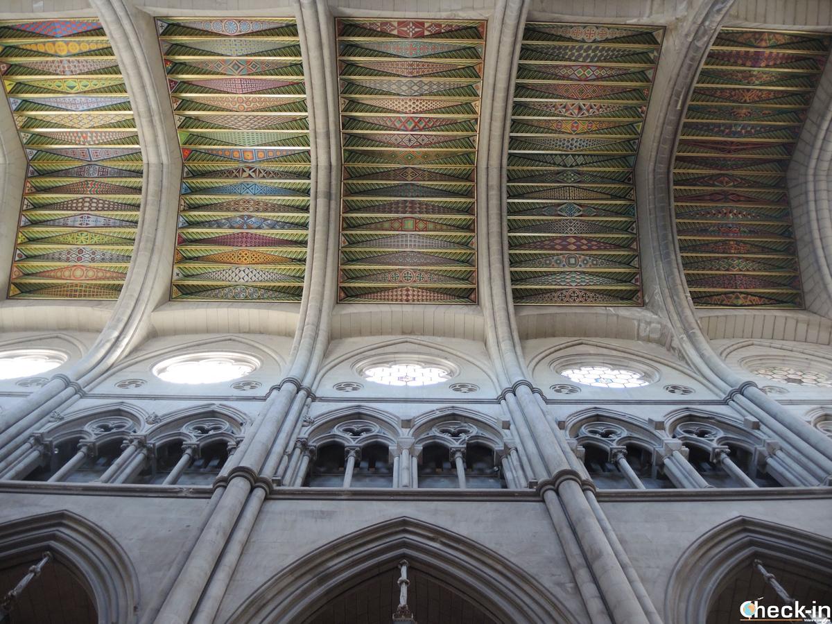 """La Cattedrale dell'Almudena di Madrid, uno dei luoghi in cui è ambientato """"Origin"""" di Dan Brown"""