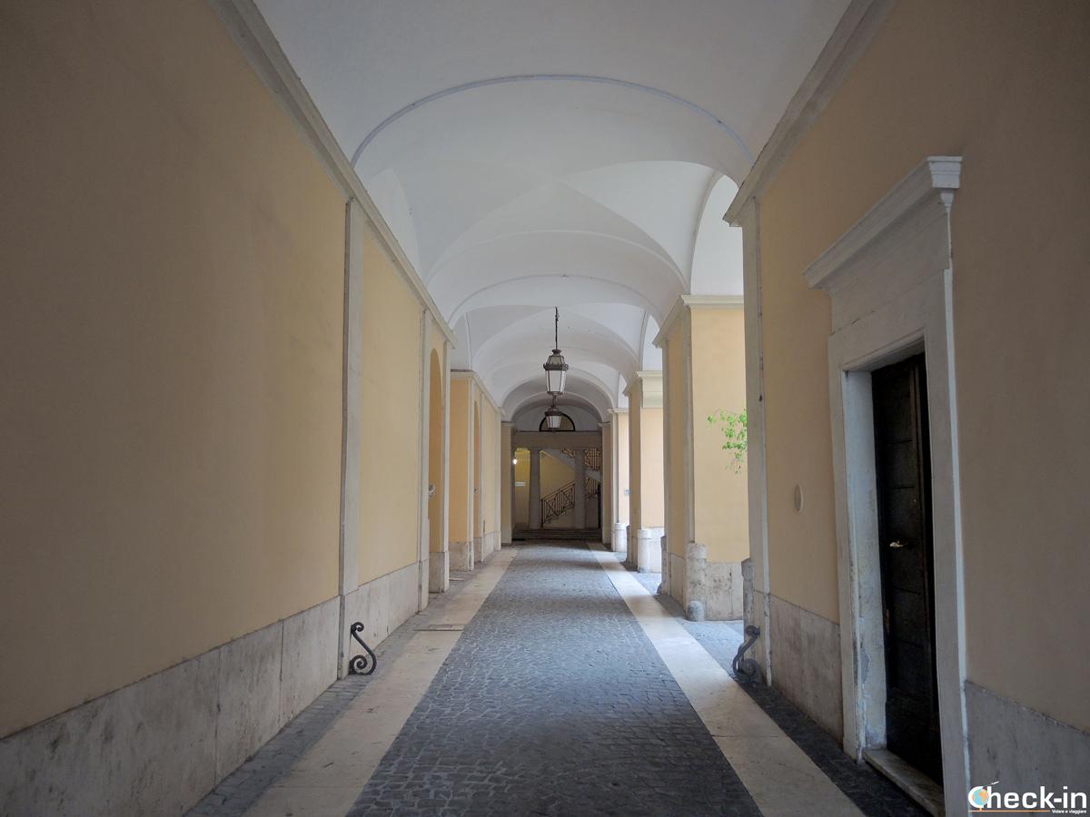 Ingresso Palazzo Muti a Roma