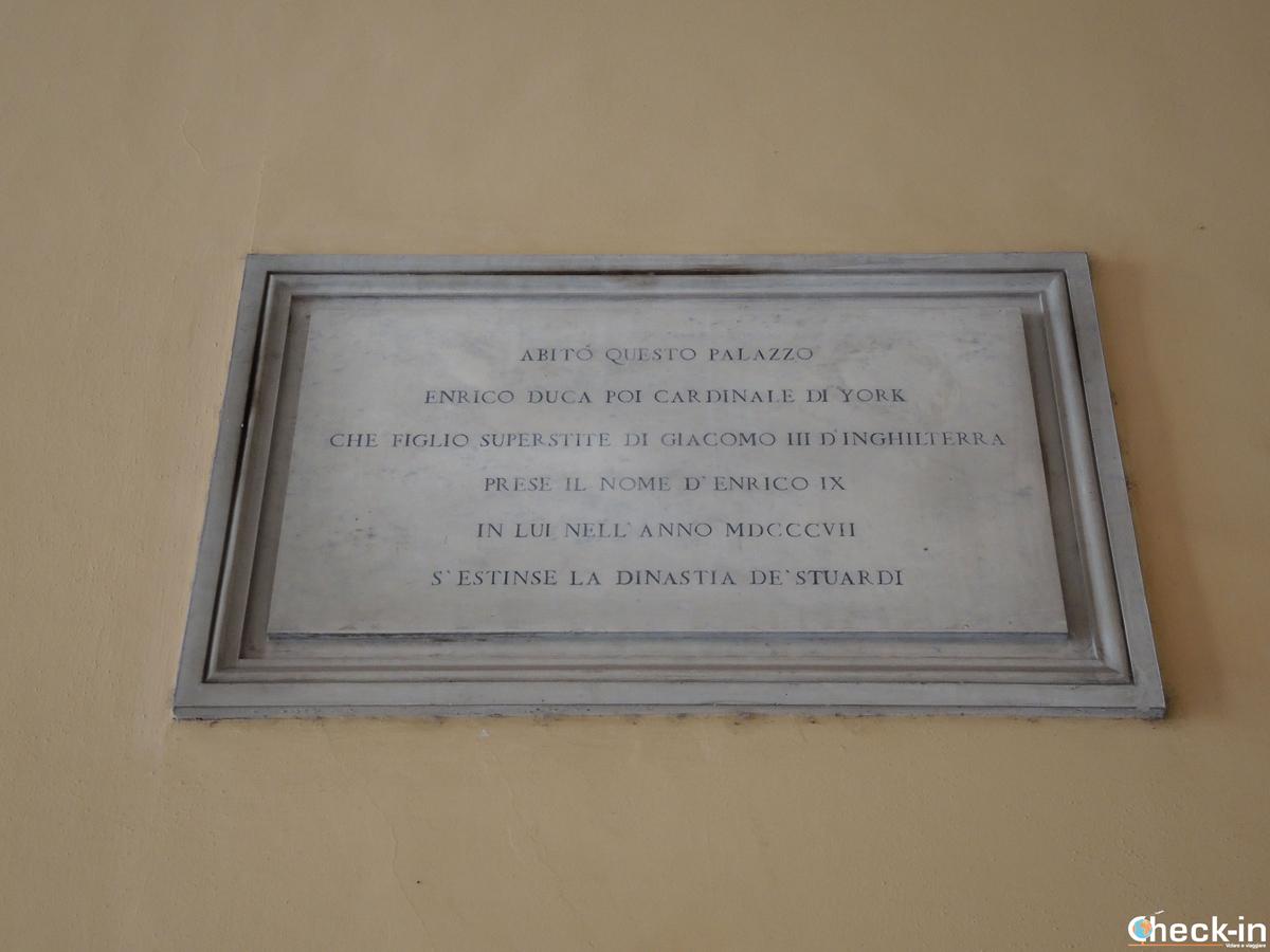 Targa degli Stuart a Palazzo Muti - Piazza dei SS. Apostoli, Roma