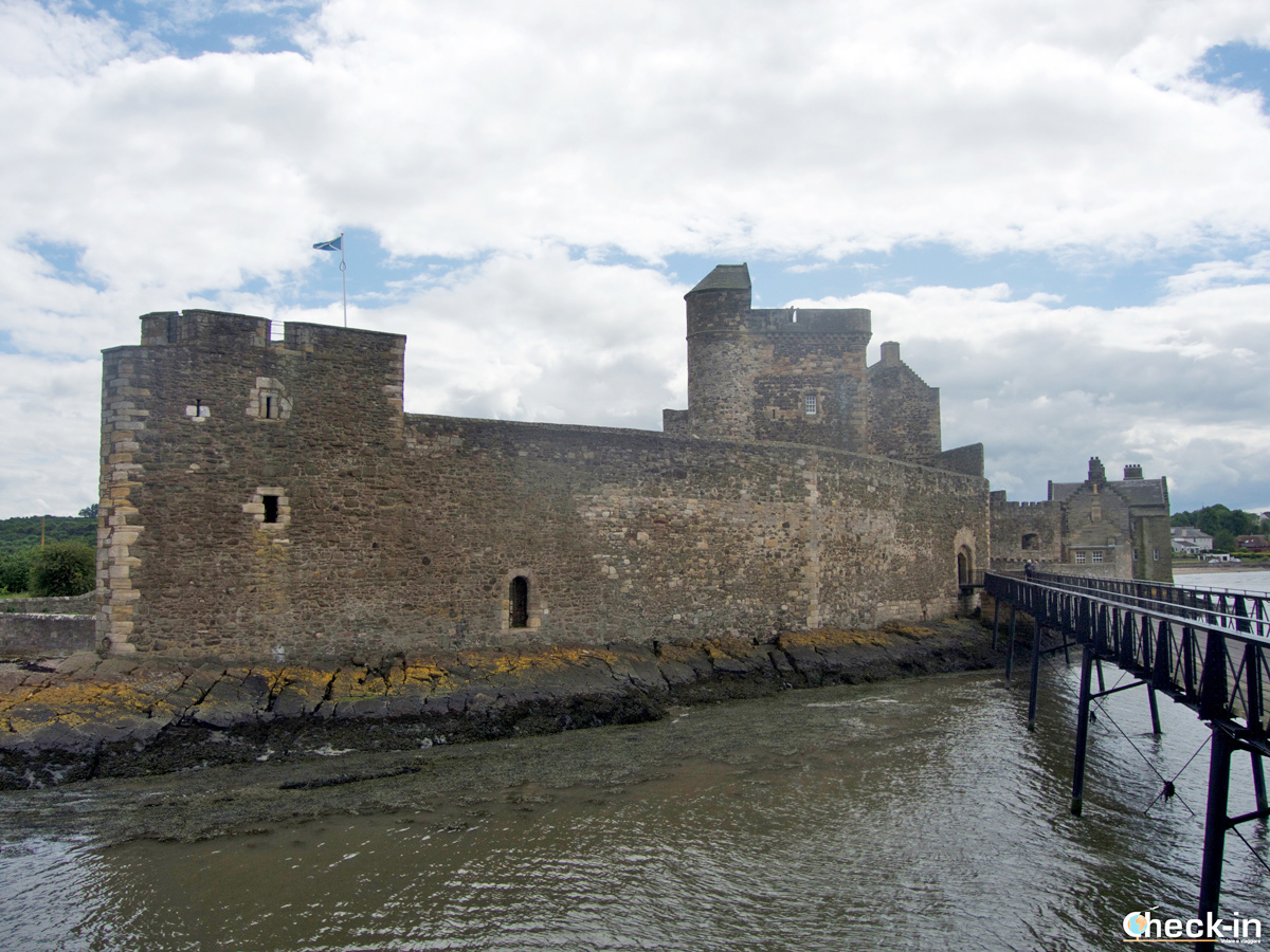 5 Outlander locations not to be missed: Blackness Castle