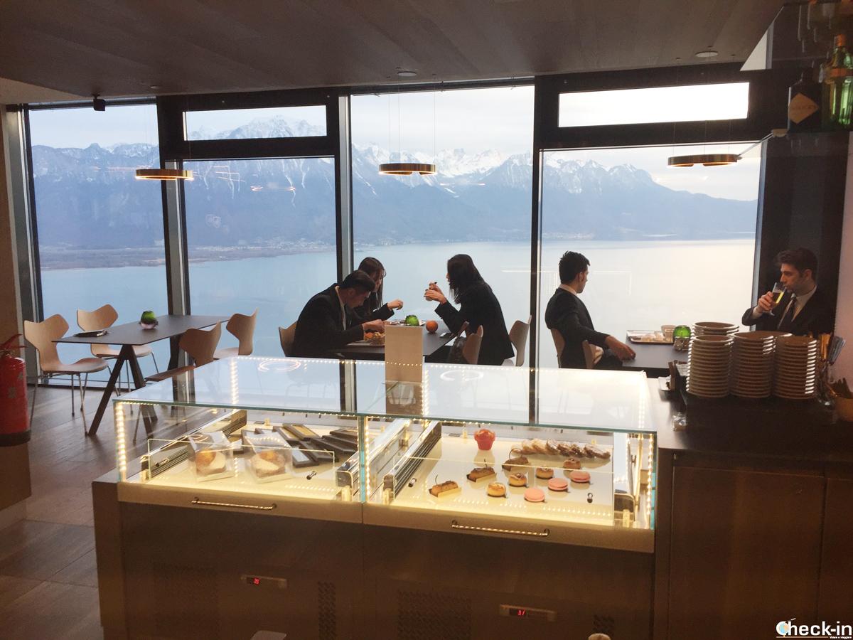 """Aperitivo con vista al bar """"Bellevue"""" di Glion - Montreux, Svizzera"""