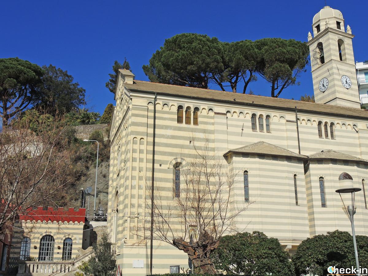 La Chiesa di Nostra Signora della Consolazione sul lungomare di Celle Ligure