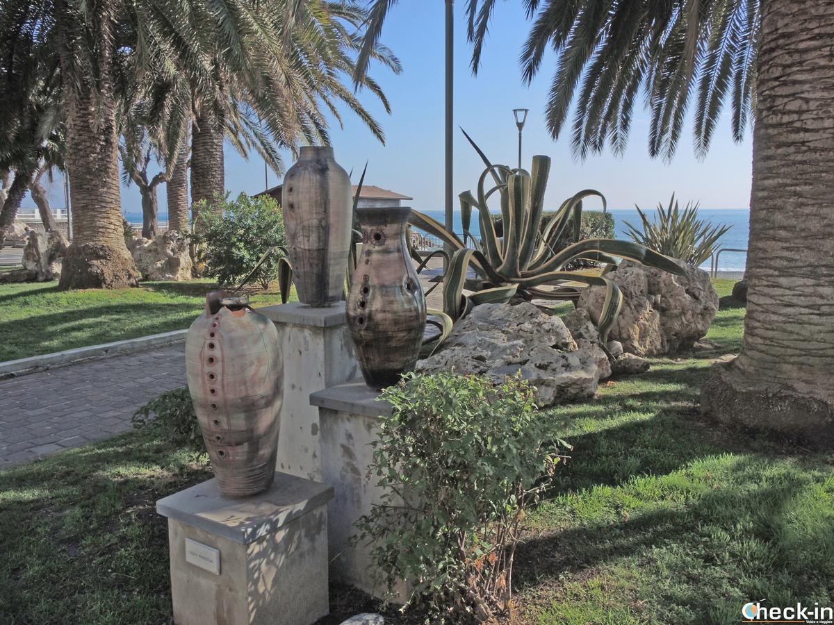 Opere in ceramica sul lungomare dell'arte a Celle Ligure - Provincia di Savona (Liguria)