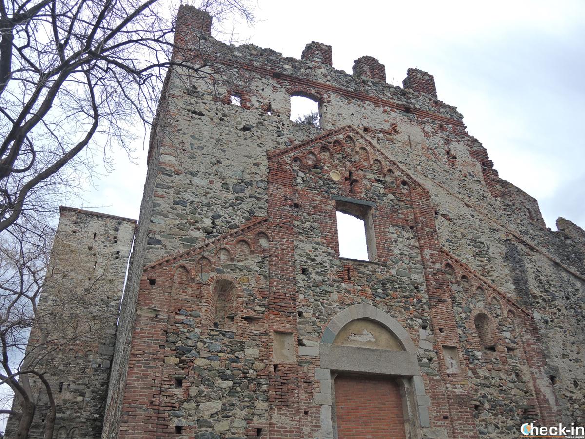 Le antiche mura di Varazze e la Chiesa di S. Ambrogio