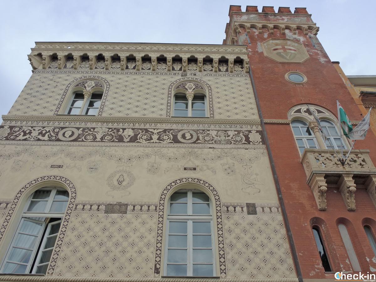 Palazzo Beato Jacopo, visibile da lungomare di Varazze