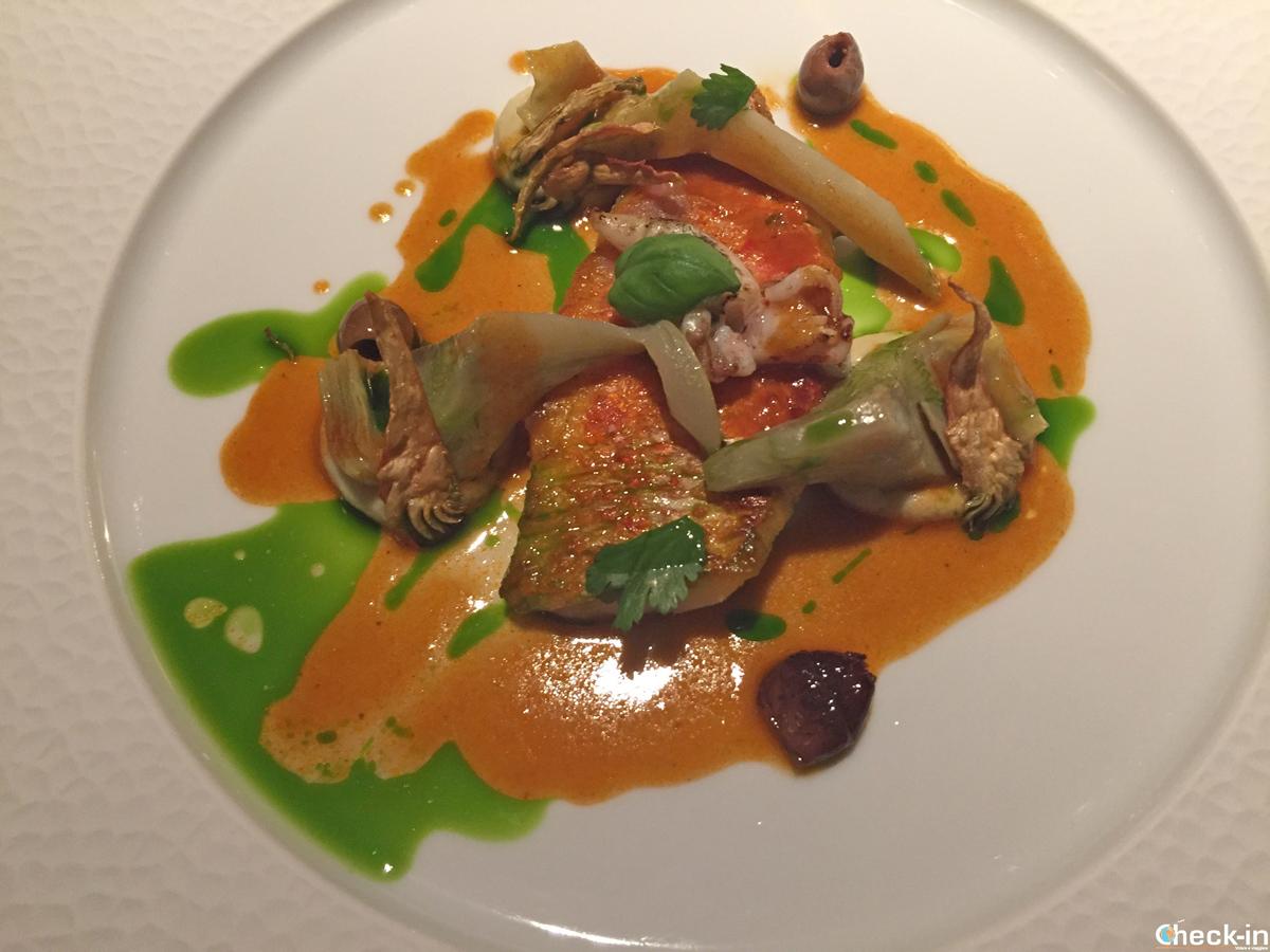 Piatto di pesce in stile mediterraneo al Ristorante Bellevue di Montreux