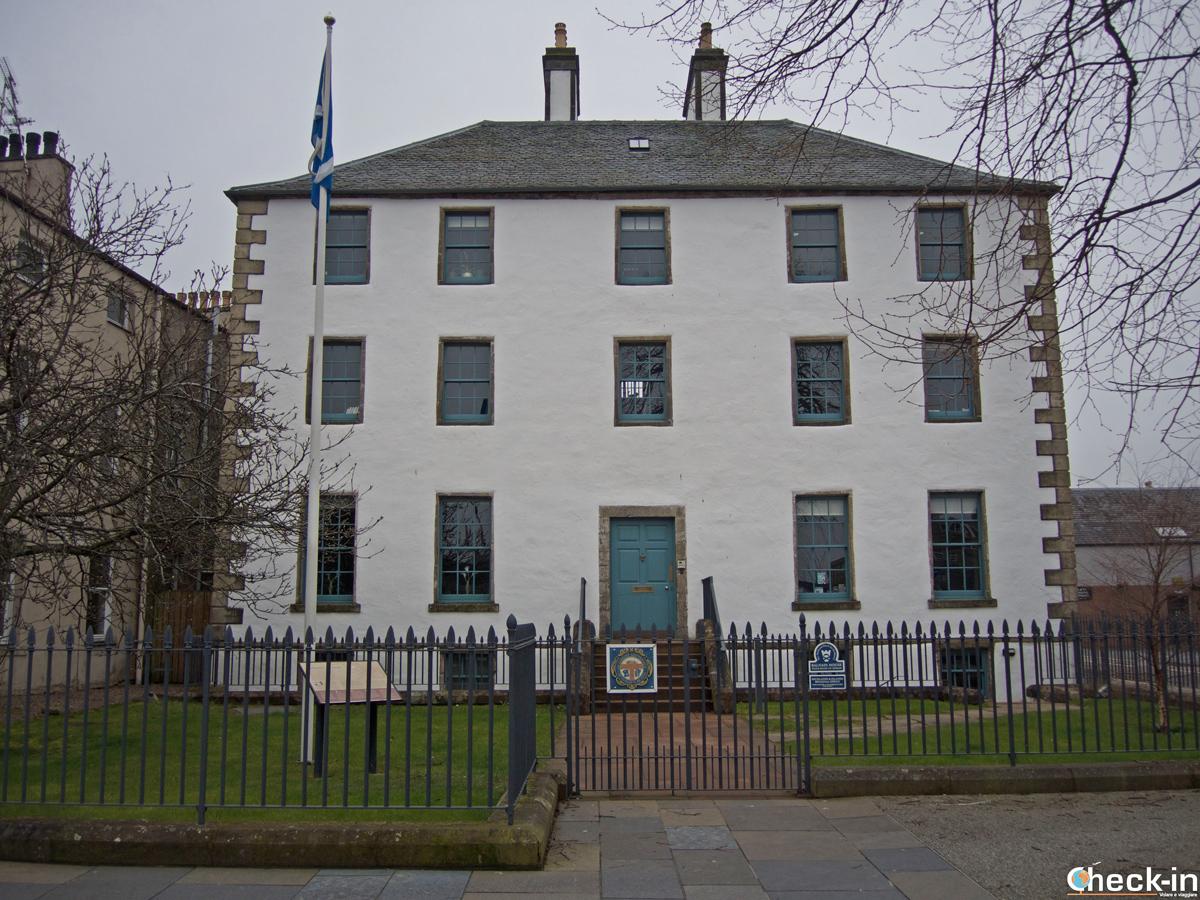 Balnain House, casa storica di Inverness sul lungofiume Ness