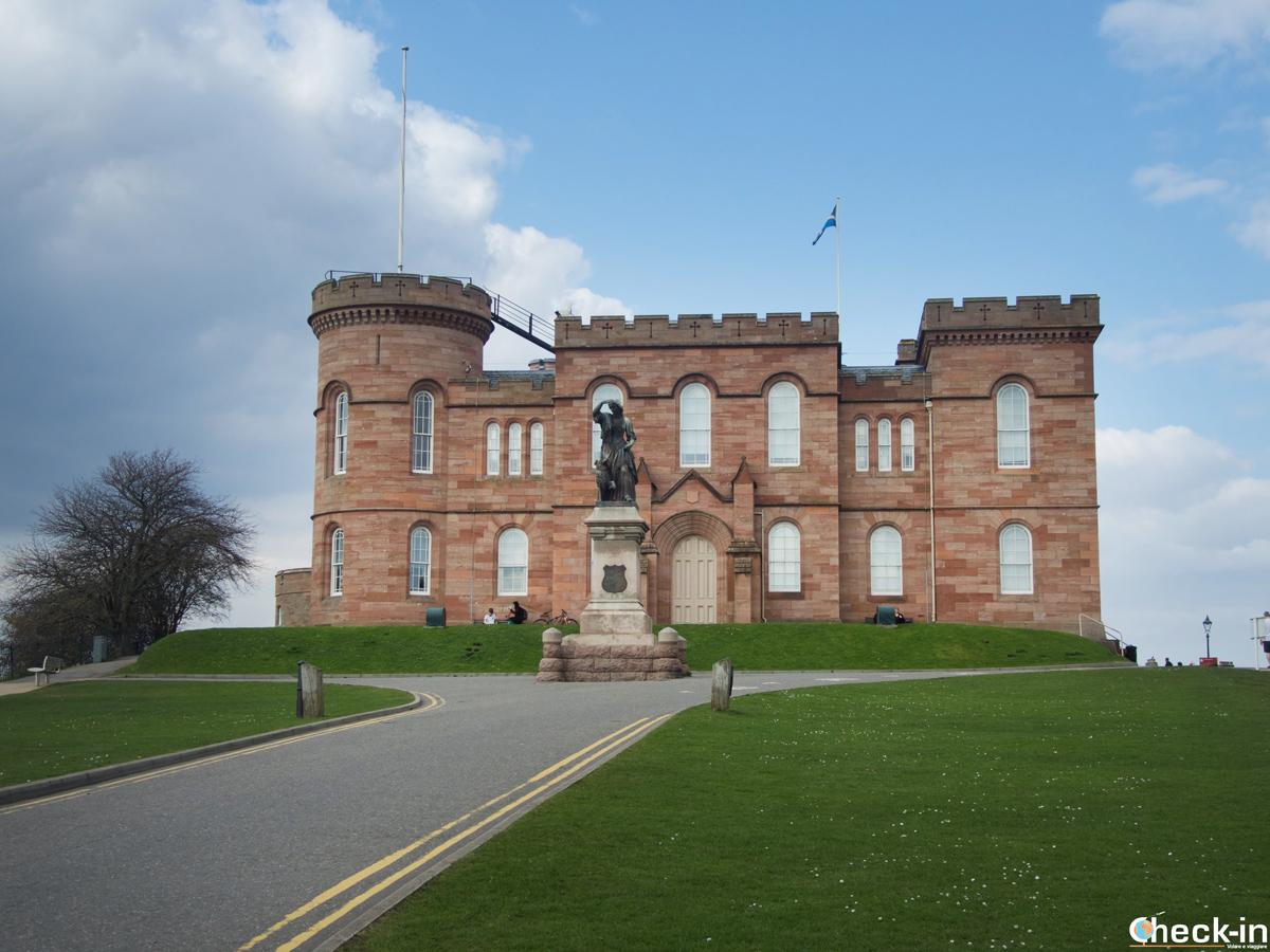 Cosa vedere a Inverness: il Castello e la statua di Flora MacDonald