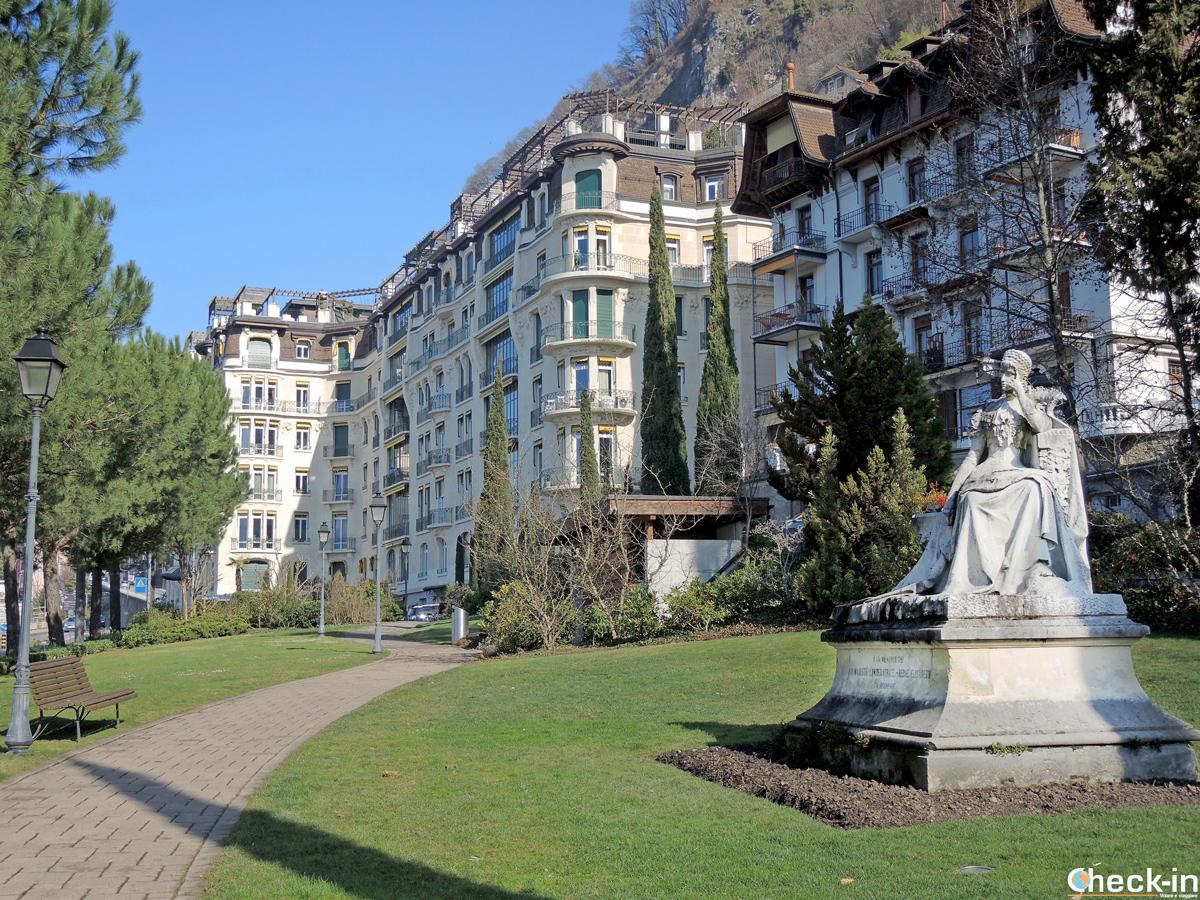 La statua della principessa Sissi nei giardini a Territet (Montreux)