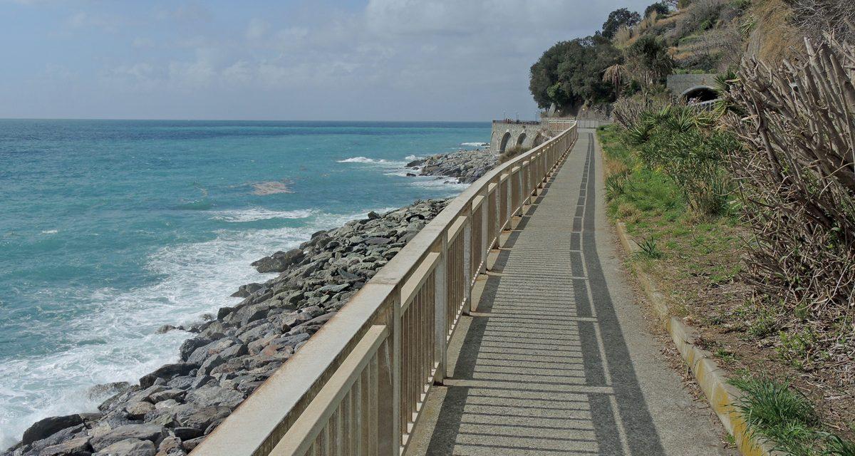 La passeggiata lungomare tra arenzano e voltri nel ponente for Lungomare genova