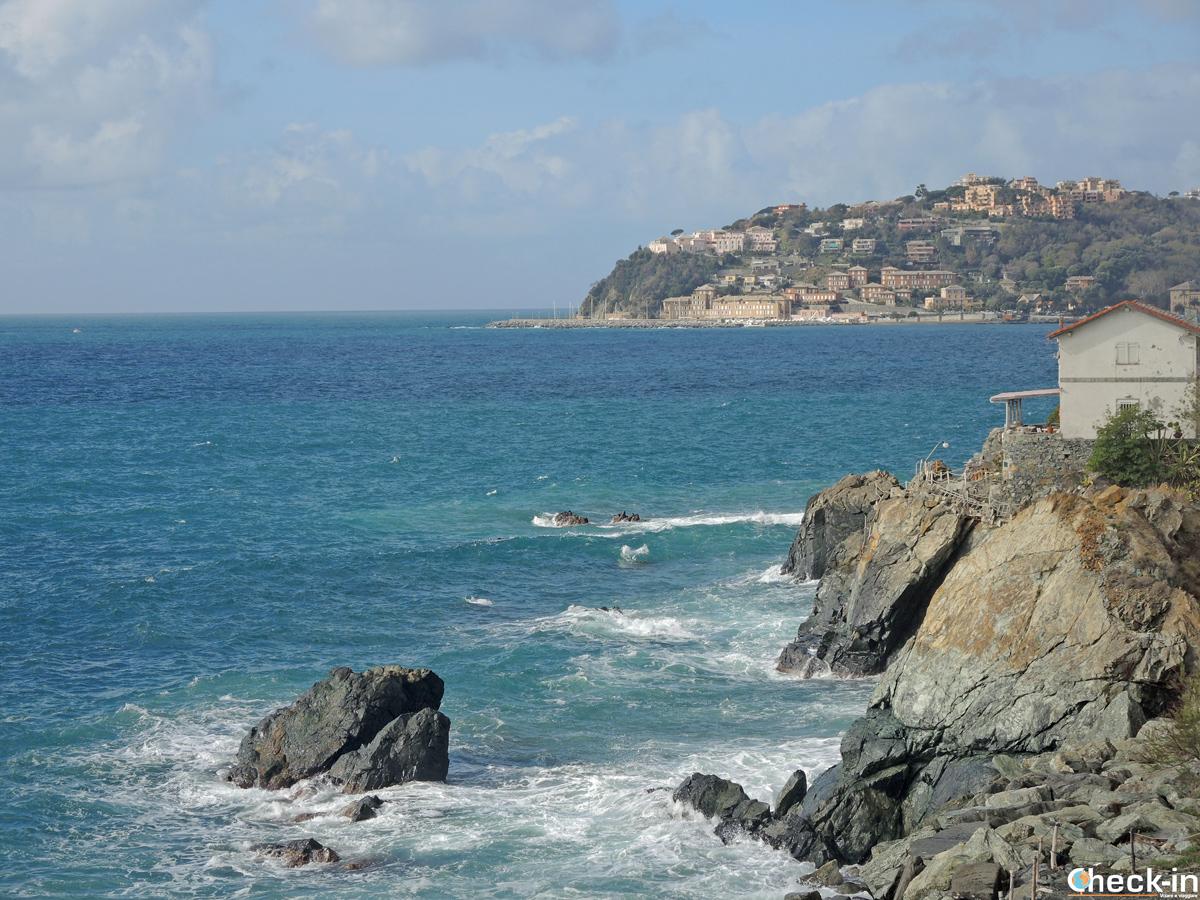 La passeggiata lungomare tra Arenzano e Genova Voltri, Liguria