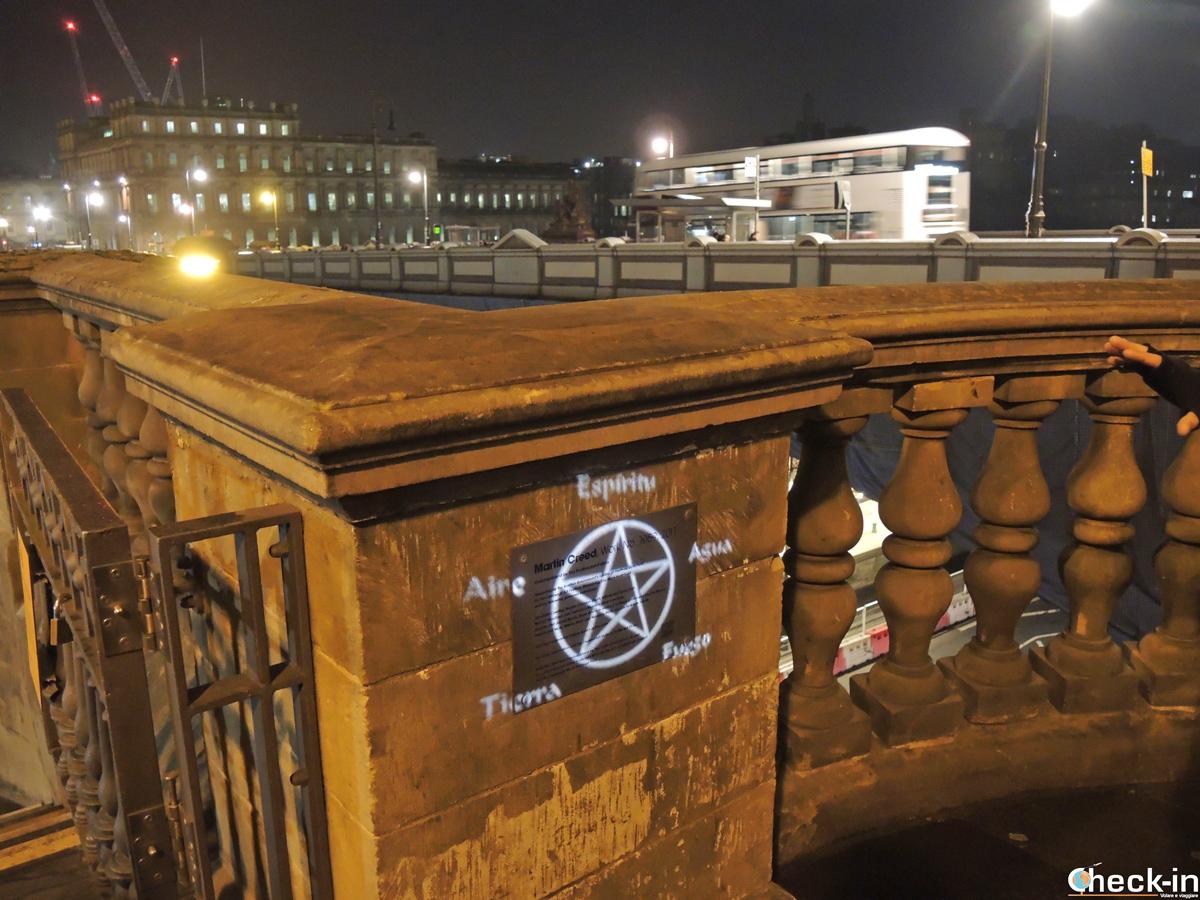 """Scorcio del North Bridge, il """"ponte del diavolo"""" di Edimburgo"""