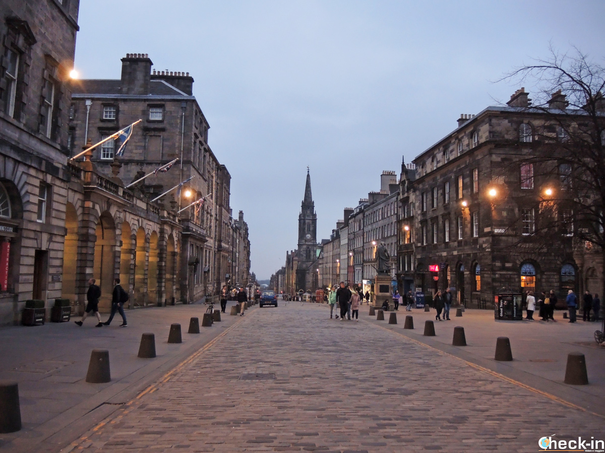 Tour dei fantasmi di Edimburgo in italiano tra Royal Mile e close