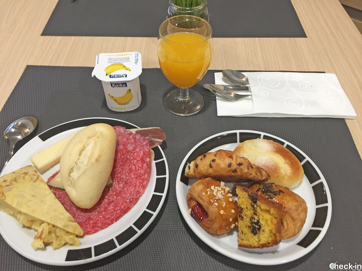 Colazione a buffet all'Hotel Codina di San Sebastián - Paesi Baschi, Spagna