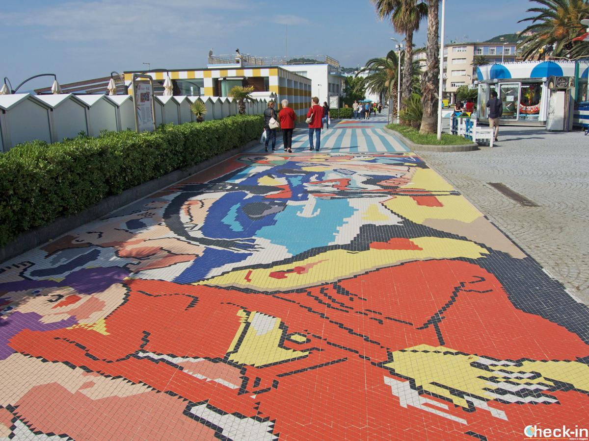 Camminata lungo la passeggiata degli artisti di Albissola Marina in Liguria
