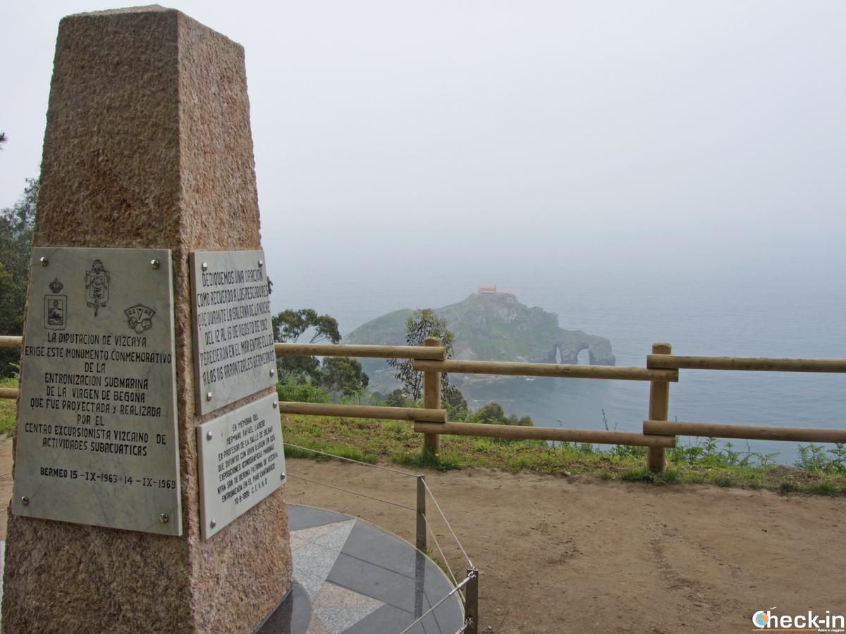 Monumento commemorativo a Gaztelugatxe (Spagna)