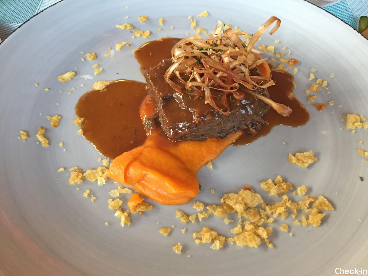 Il secondo di carne al ristorante presso l'Hotel Puerta di Bilbao a Baracaldo
