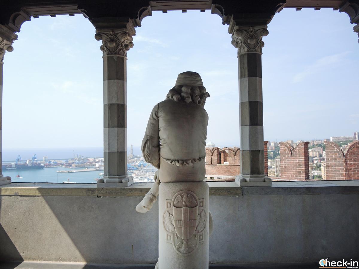 La statua di Colombo nella loggia della Sala Colombina del Castello d'Albertis di Genova