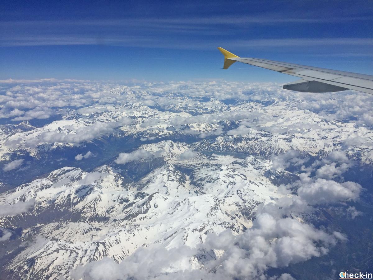 In volo con Vueling da Milano a Bilbao e vista delle Alpi