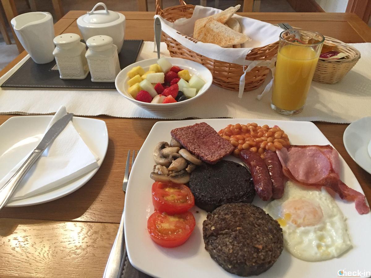 Colazione scozzese alla Lothrie Guest House di Kirkcaldy, Scozia