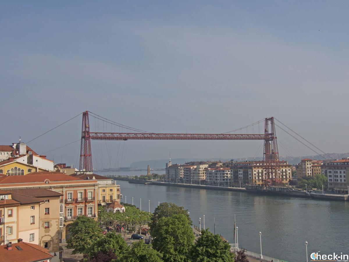 Il ponte Vizkaia visto dalla Basilica S. María di Portugalete