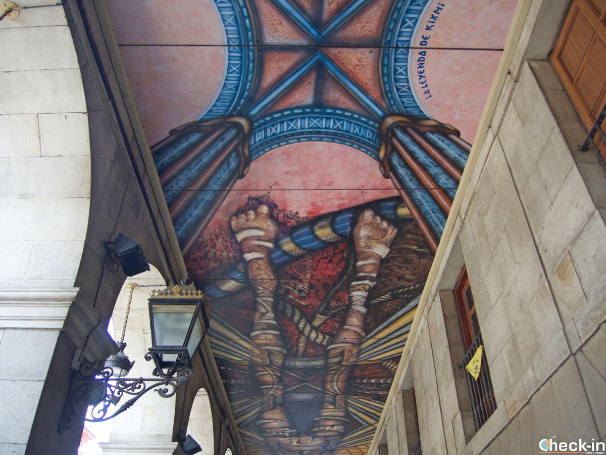 I portici decorati di calle de la Ribera a Bilbao