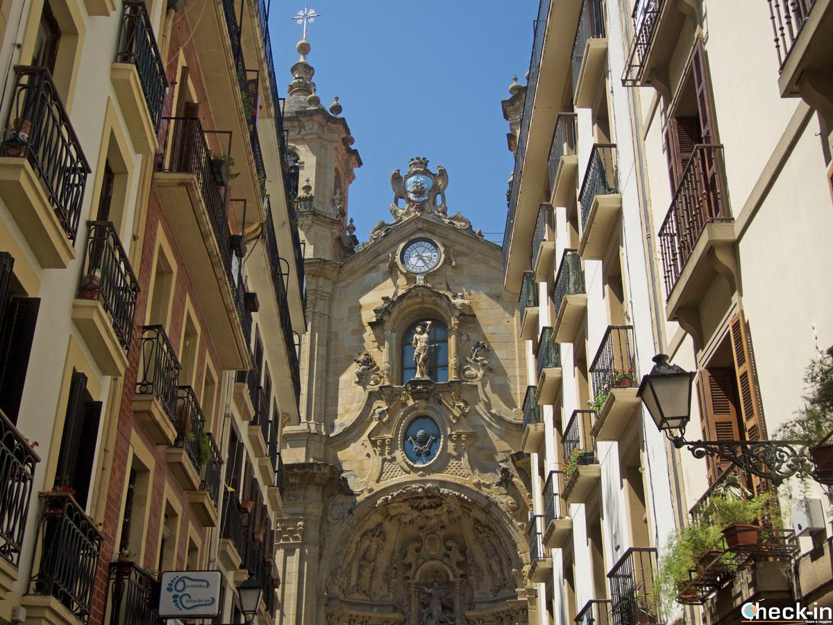 Scorcio della Basilica di S. María nel centro storico di San Sebastián