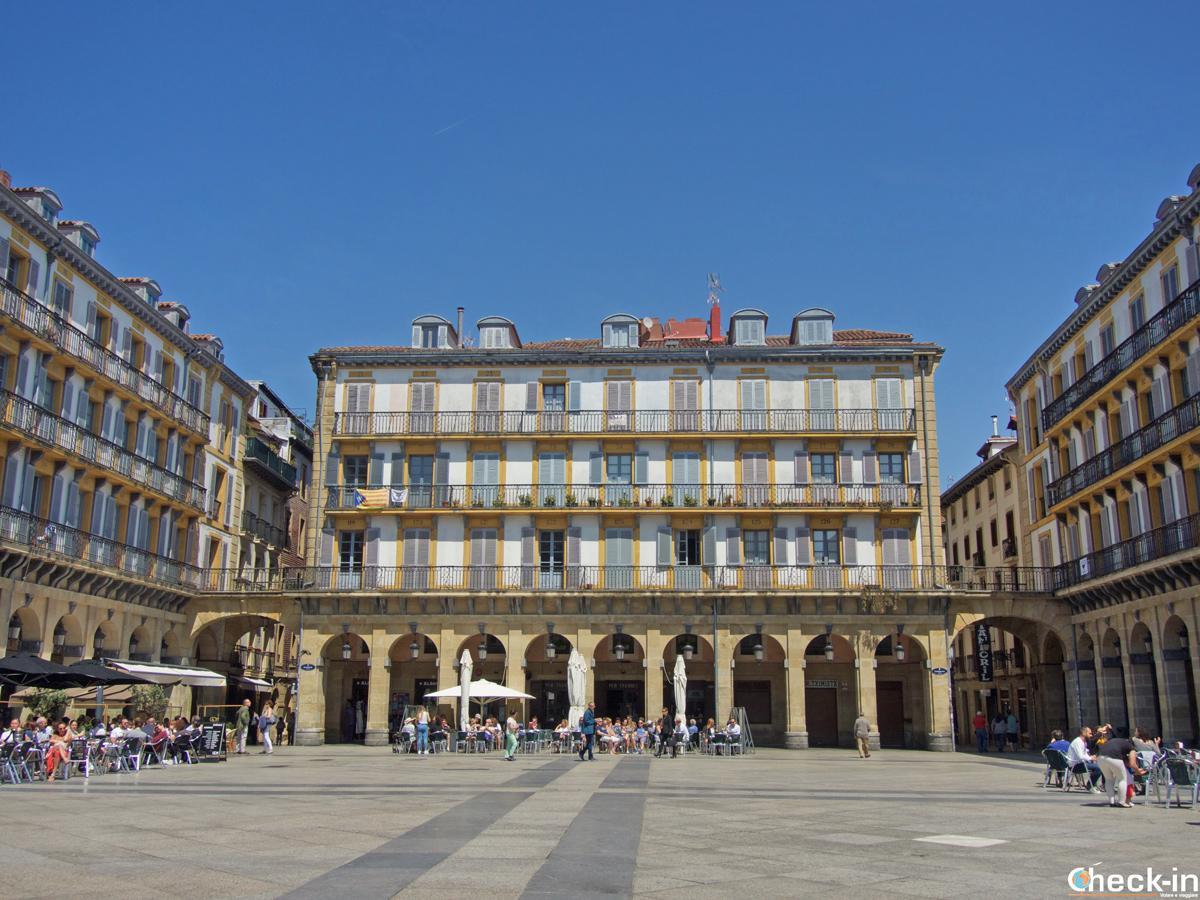 Plaza de la Constitución di San Sebastián (Spagna)
