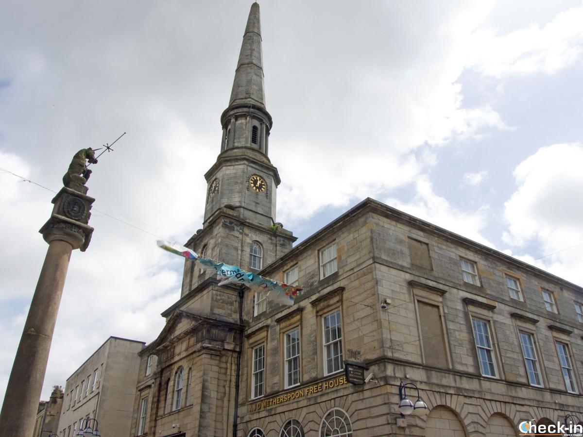 La Mercat Cross nell'High Street di Dunfermline - Fife, Scozia