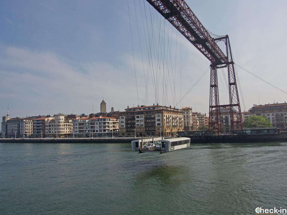 """Il """"puente colgante"""" di Portugalete in azione"""