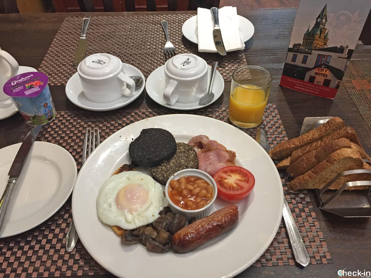 Tipica colazione scozzese al City Hotel di Dunfermline (Fife)