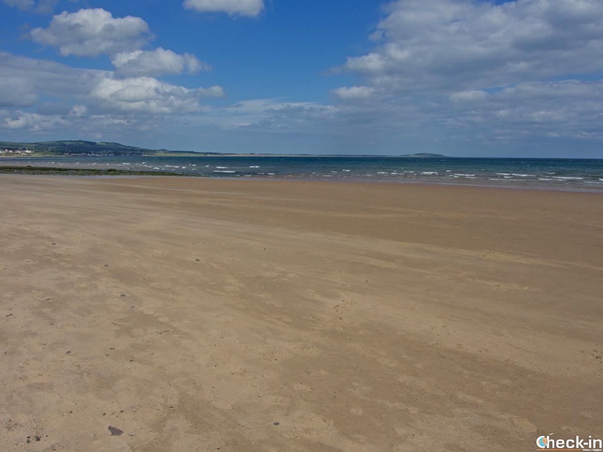 Due passi lungo la spiaggia di Leven - Fife, Scozia