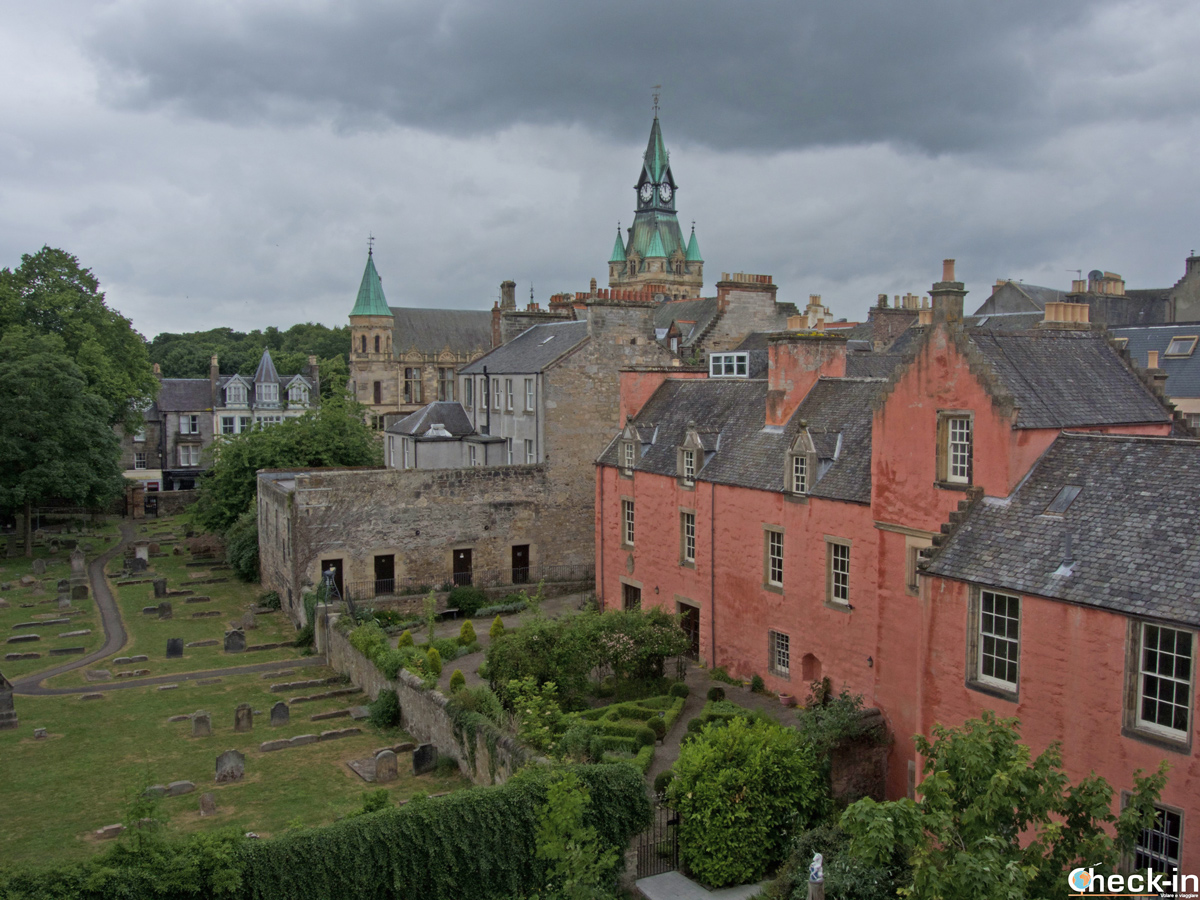 Vista su Abbot House dalla Carnegie Library & Galleries di Dunfermline