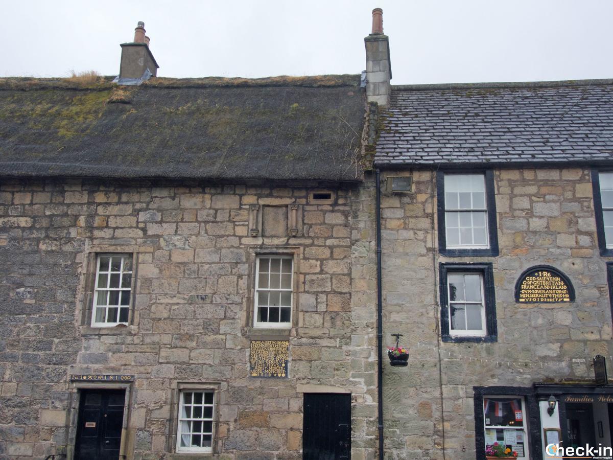 Facciate delle case del Royal Burgh di Falkland - Fife, Scozia