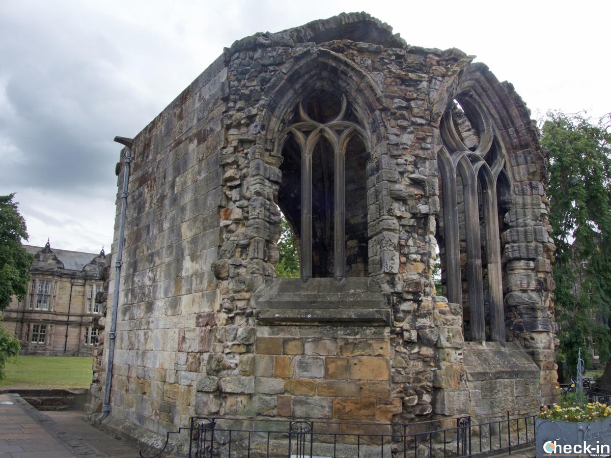 Le rovine della Blackfriars Chapel di St Andrews (Scozia)