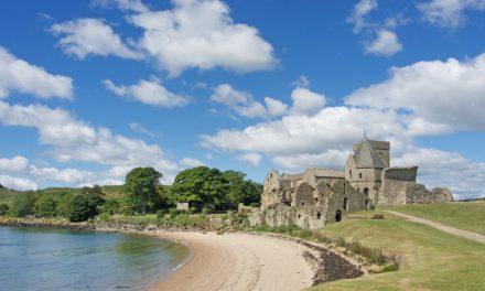 """Inchcolm Island, escursione da Edimburgo sull'isola nel Firth of Forth dove si trova l'Abbazia considerata la """"Iona della costa orientale scozzese"""""""