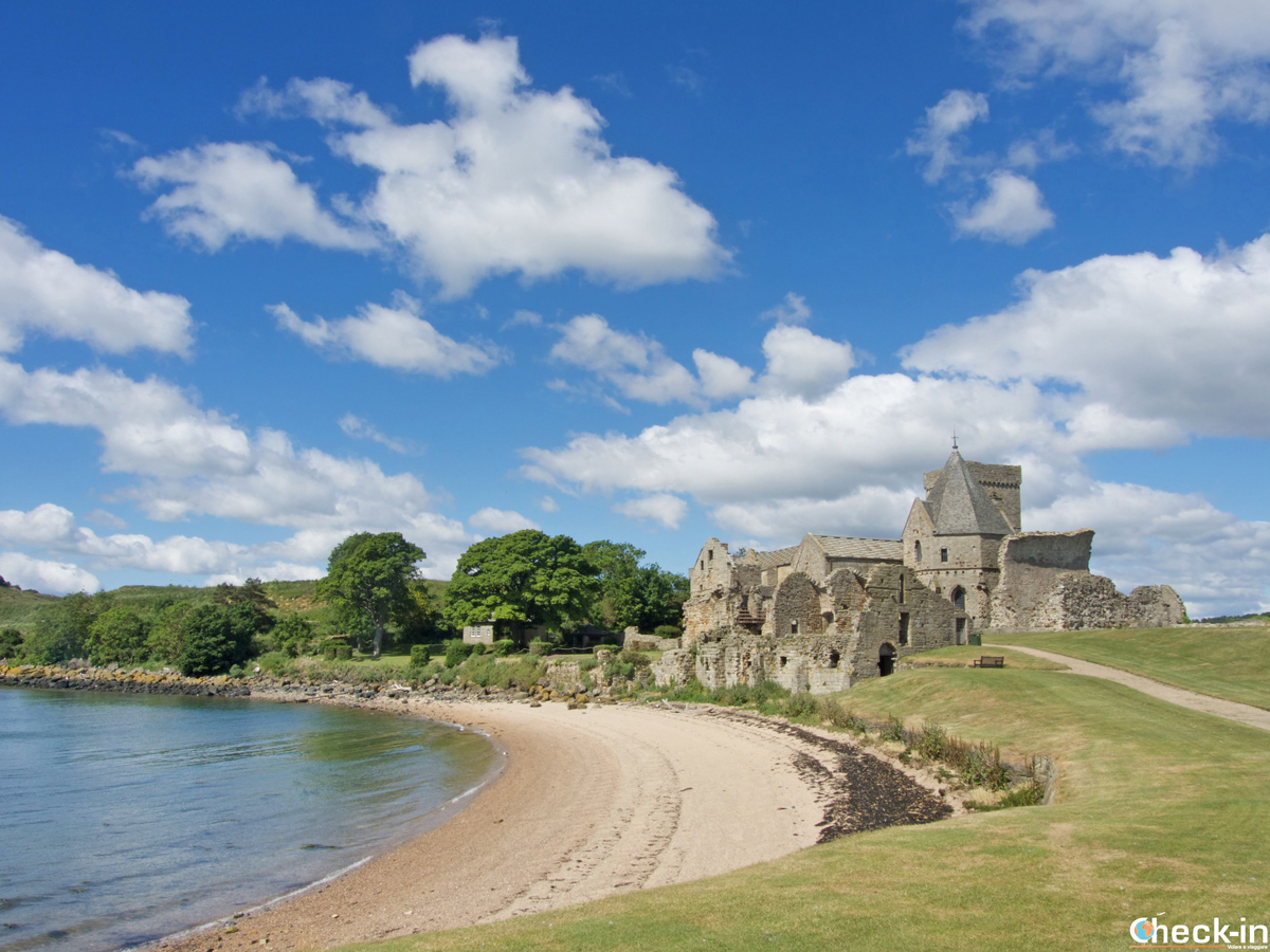 Panorama dell'isola di Inchcolm nel Firth of Forth - Edimburgo, Scozia