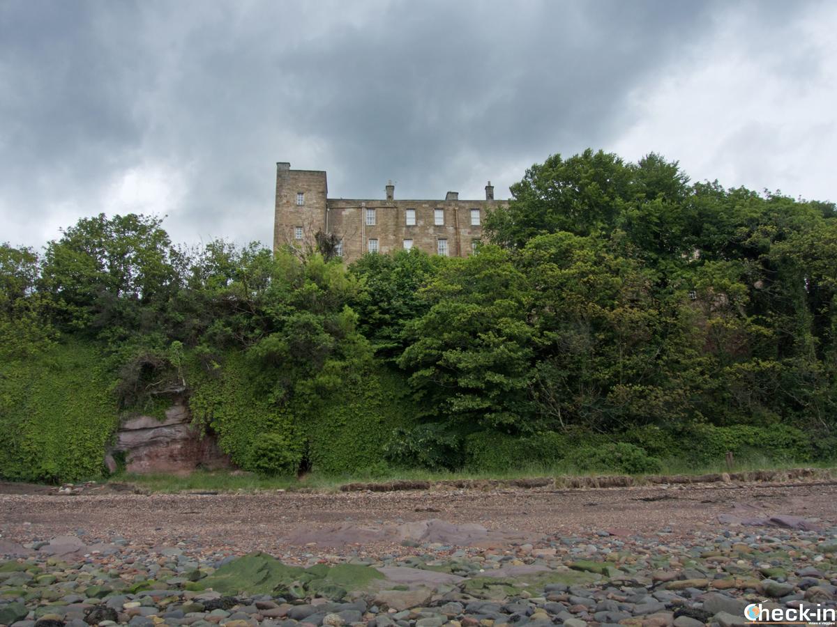 Il Wemyss Castle affacciato sul Fife Coastal Path
