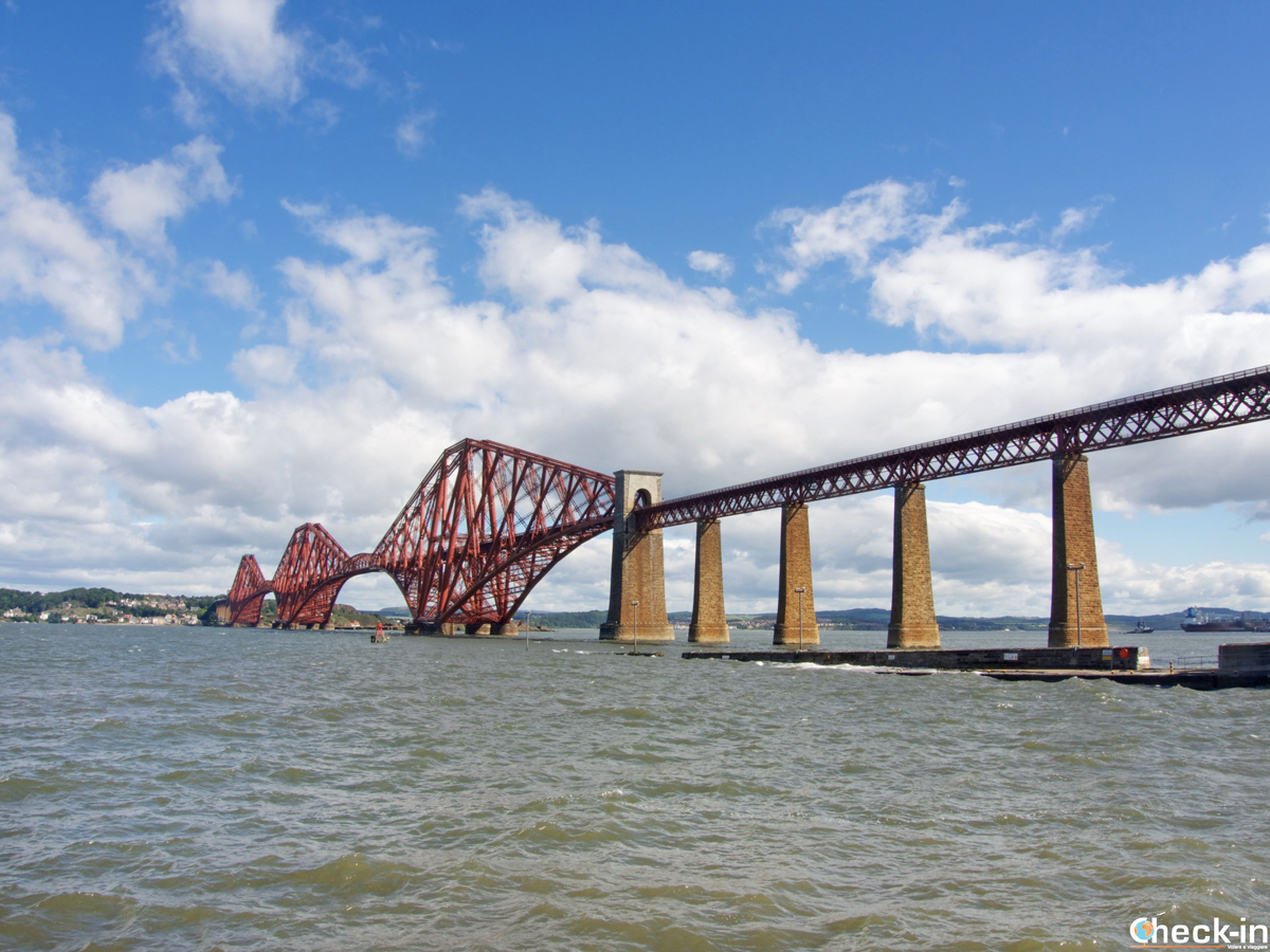 Il Forth Bridge a Edimburgo, Scozia