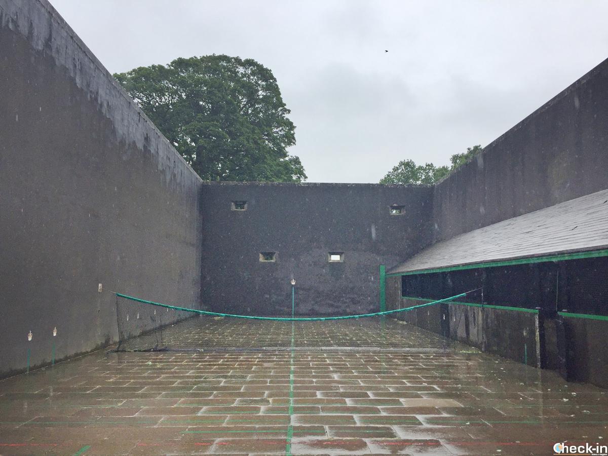 Il Royal Tennis Court nei giardini del Falkland Palace (Scozia)