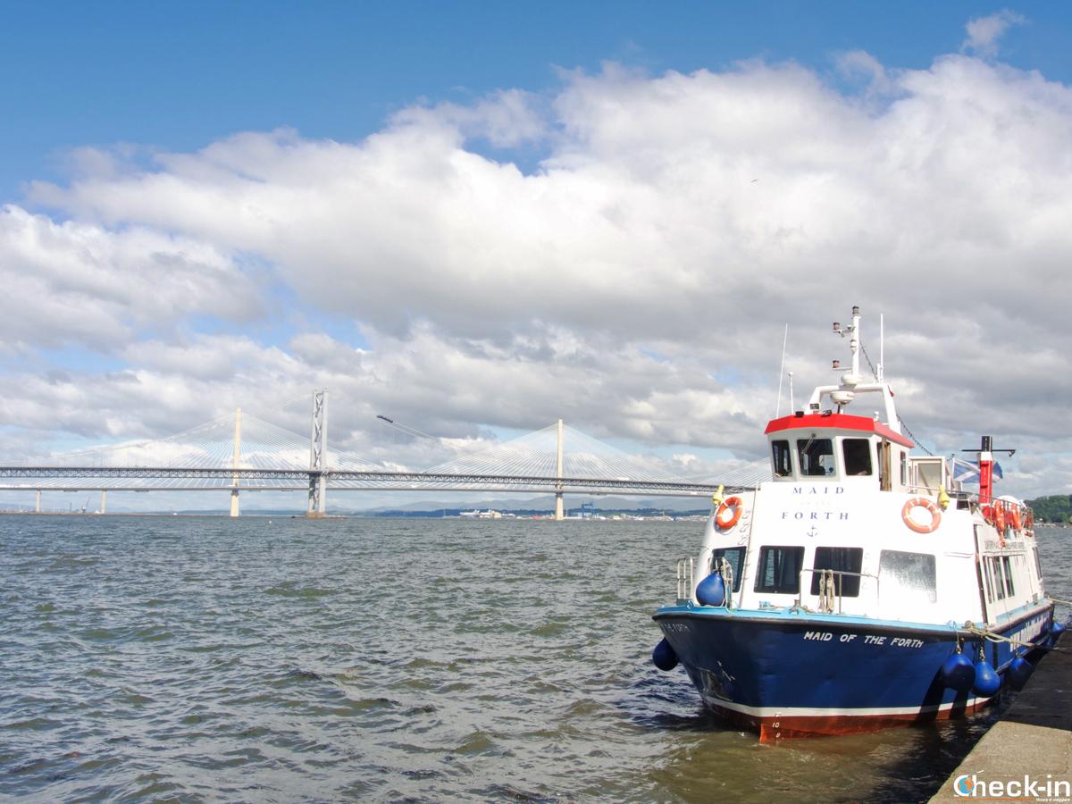 La barca Maid of the Forth pronta per salpare verso Inchcolm Island (Edimburgo)