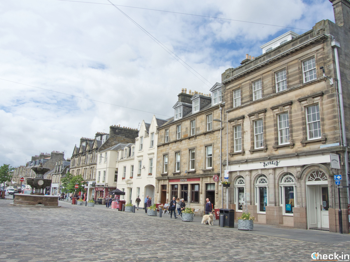 Scorcio di Market Street a St Andrews - Fife, Scozia