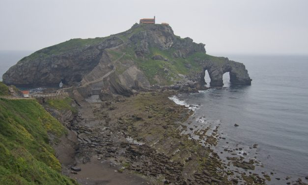"""San Juan de Gaztelugatxe, excursión de un día desde Bilbao para visitar el escenario de la serie """"Juego de Tronos"""""""