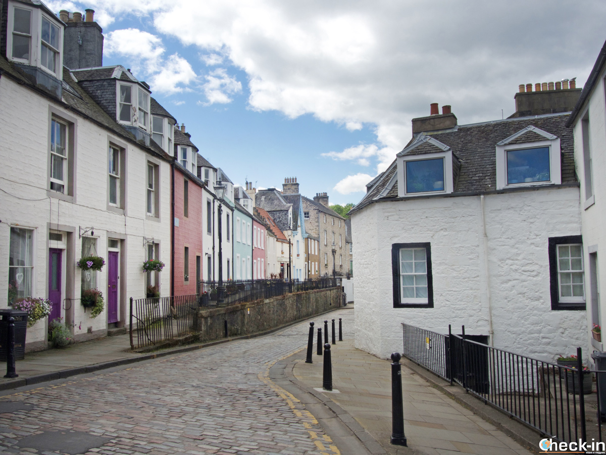 Via centrale di South Queensferry a Edimburgo (Scozia)