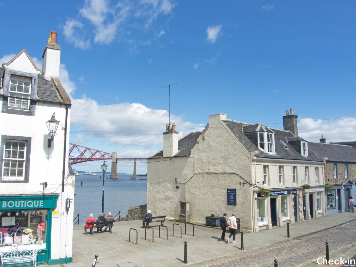 South Queensferry vicino a Edimburgo, Scozia