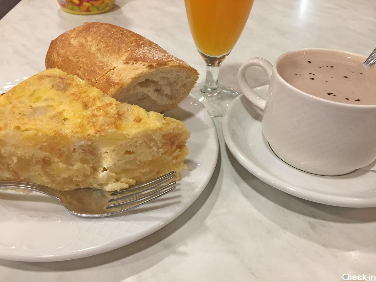Colazione all'Hotel Favila di Oviedo - Asturie, Spagna