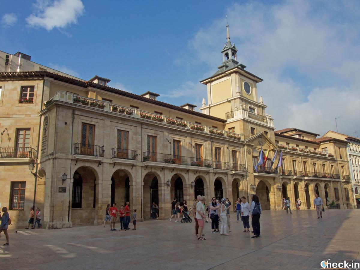 La Plaza de la Constitución di Oviedo - Asturie, Spagna